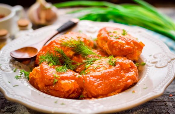 Подлива с томатами и со сметаной для ленивых голубцов