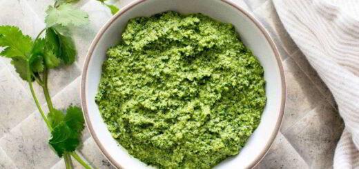 Вкусный свежий соус песто из кинзы